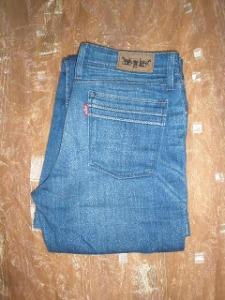 jeans levi's usor evazati (1)