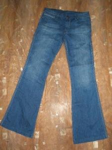 jeans levi's usor evazati