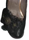pantof negru detaliu