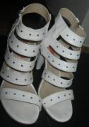 sandale albe detaliu fata