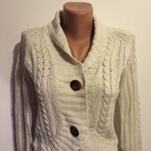 Bolero tricot crem tricotat_detaliu